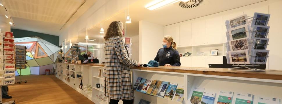 Mitarbeiter des Welcome Centers in der persönlichen Beratung, © Matthias Masch