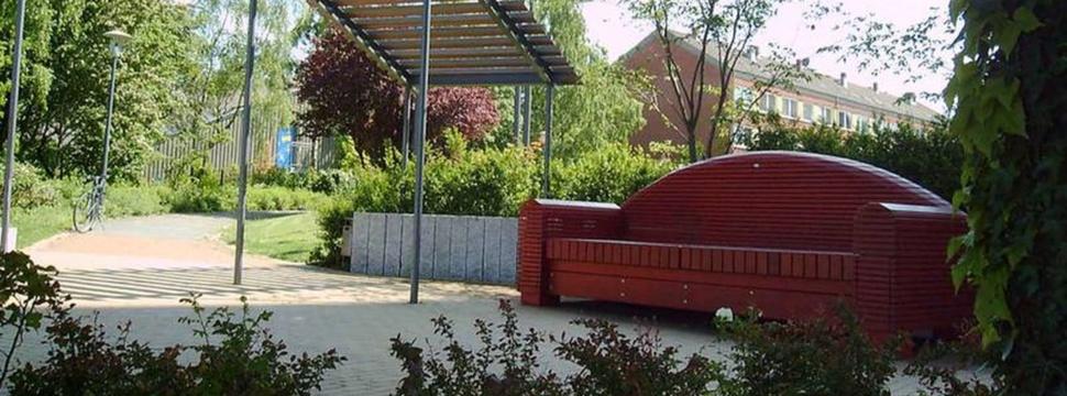 Rotes Sofa mit Panoramablick, Pressefoto