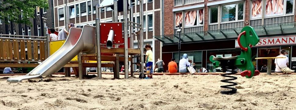 Sandkiste auf dem Holstenplatz, © Landeshauptstadt Kiel/Imke Schröder