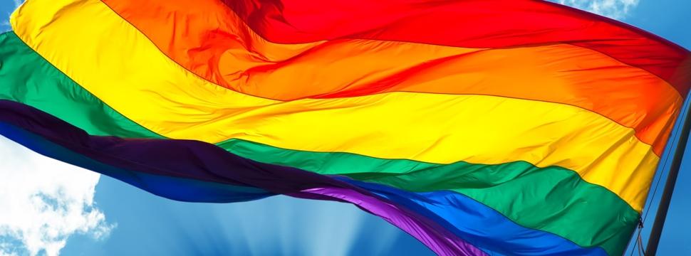 Regenbogenflagge, © iStock.com/mbolina