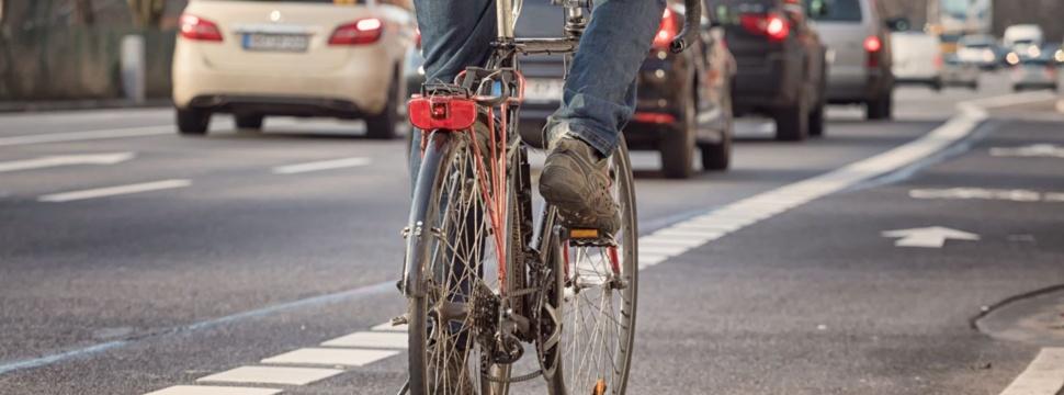 Auto, Fahrrad und Co. in Kiel, © iStock.com/Canetti