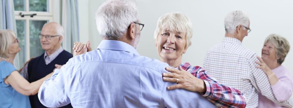 Senioren Tanzen, © iStock.com/Highwaystarz-Photography