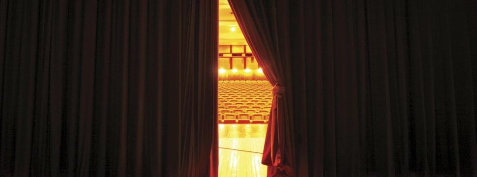 Theaterbühne, © iStock.com/MarioLisovski