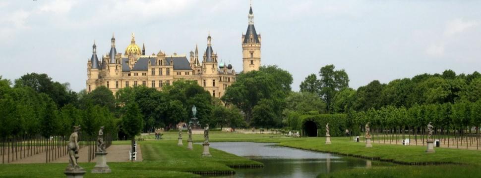 Schweriner Schloss vom Schlosspark aus, © Gabriele Planthaber / pixelio.de