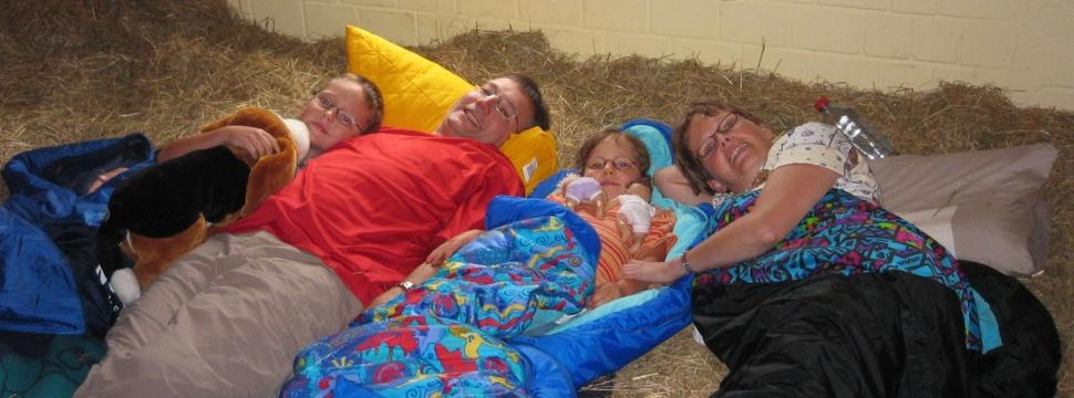 Familie im Heu, © sh--nachrichtenagentur.de